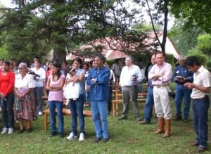 Participantes de la ceremonia religiosa
